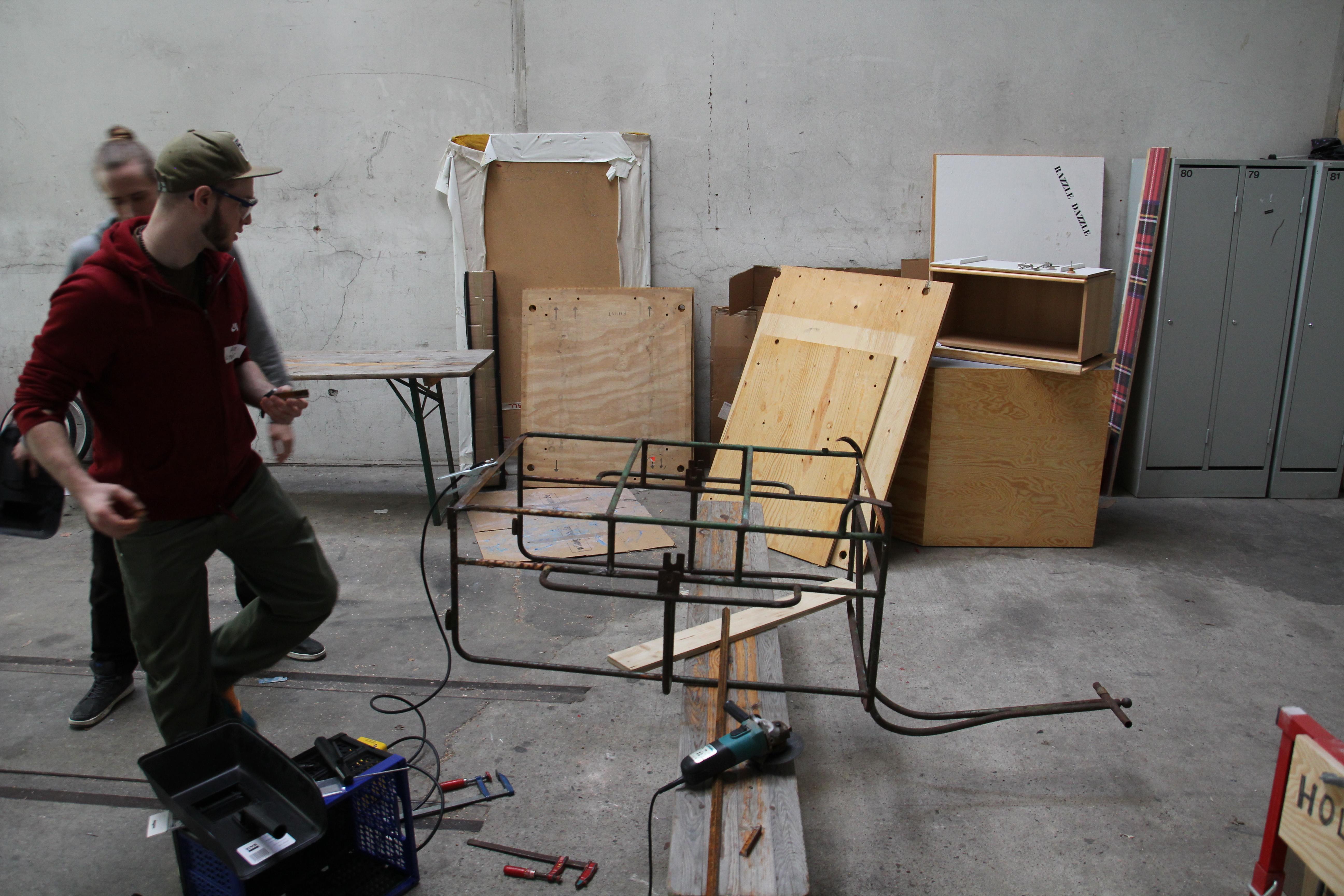 Im Erdgeschoss befindet sich die Holzwerkstatt.JPG